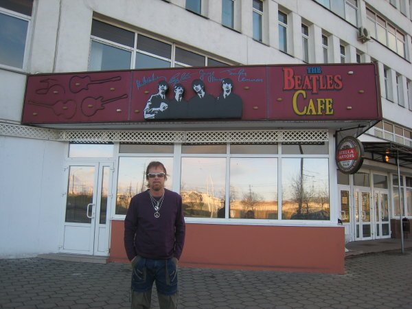 2007-04-08 Minsk Belarus Beatles Cafe 000