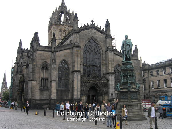 Giles' Cathedral Decorates The Midpoint