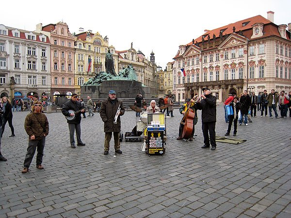 Street Musicians Entertain
