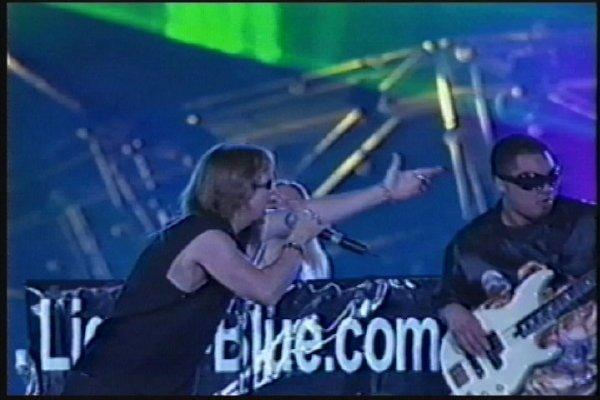 2002-09-14 Dalian Stadium Live 003