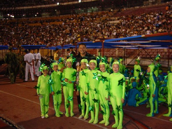 2002-09-14 Dalian Stadium Performers Kids 002