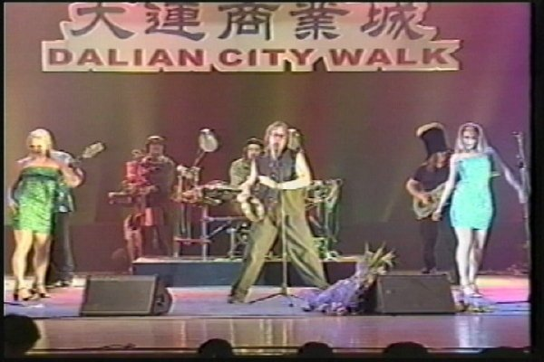 2002-09-16 Dalian City Walk 000