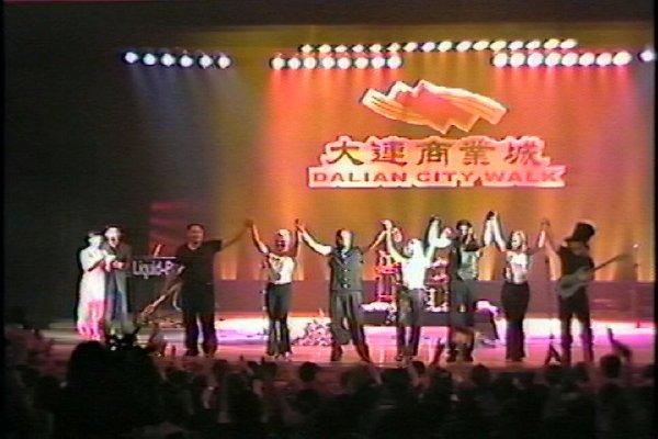 2002-09-16 Dalian City Walk 015