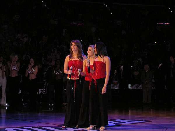 2005-12-27 Los Angeles CA Staples Center 000