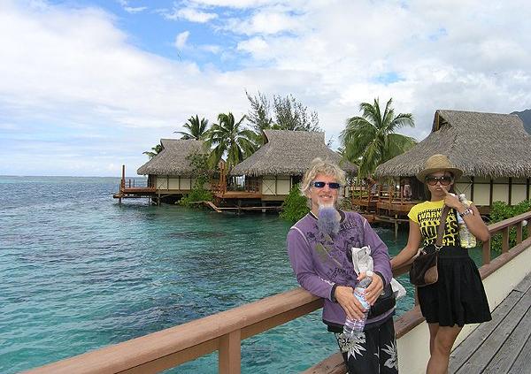 2009-10-06 Liquid Blue Band In Moorea French Polynesia 014