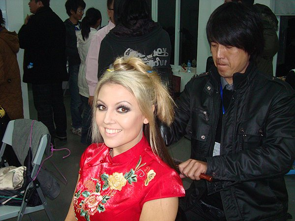 2009-12-22 Nikki Green of Liquid Blue Band In Fuzhou China At Mn Idol Backstage