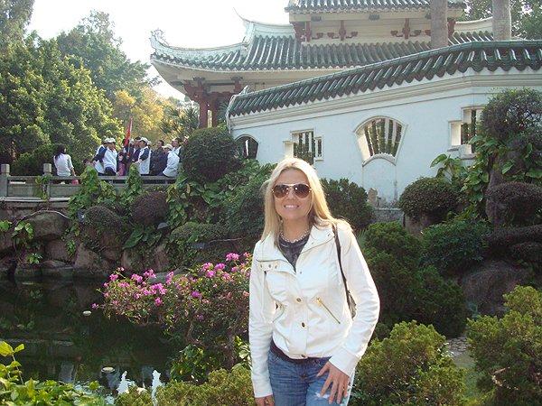 2010-01-03 Nikki Green of Liquid Blue Band In Gulangyu China 019