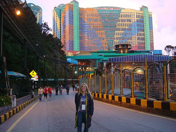 2010-01-07 Nikki Green of Liquid Blue Band In Genting Malaysia 006