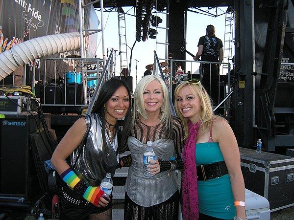 2010-04-18 Liquid Blue Band with Terri Nunn