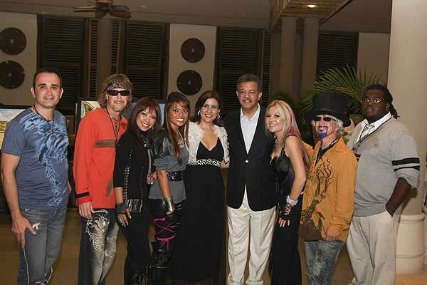 2010-11-20 Liquid Blue Band in Punta Cana Dominican Republic with President Leonel Fernandez 003