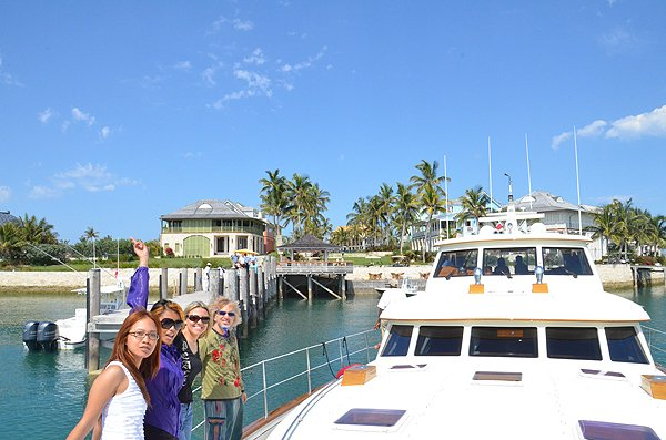 2011-05-18 Liquid Blue Band in Great Guana Cay Bahamas 008