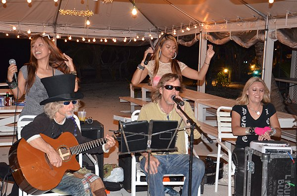 2011-05-19 Acoustic Blue Band in Great Guana Cay Bahamas at Grabbers 004