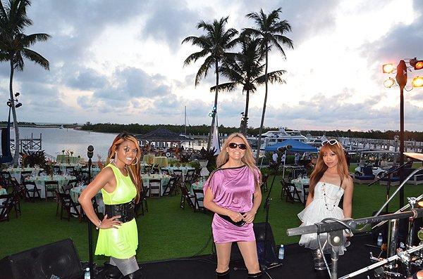 2011-05-20 Liquid Blue Band in Great Guana Cay Bahamas 001