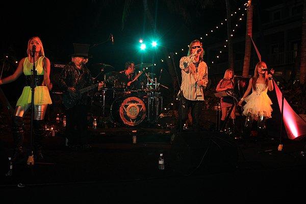 2011-05-20 Liquid Blue Band in Great Guana Cay Bahamas at Bakers Bay 001