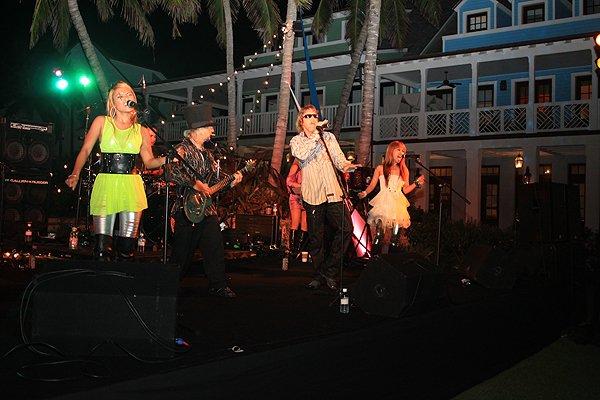 2011-05-20 Liquid Blue Band in Great Guana Cay Bahamas at Bakers Bay 003