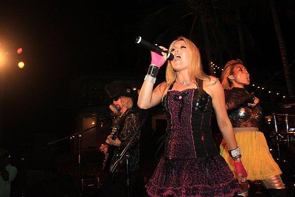 2011-05-20 Liquid Blue Band in Great Guana Cay Bahamas at Bakers Bay 016