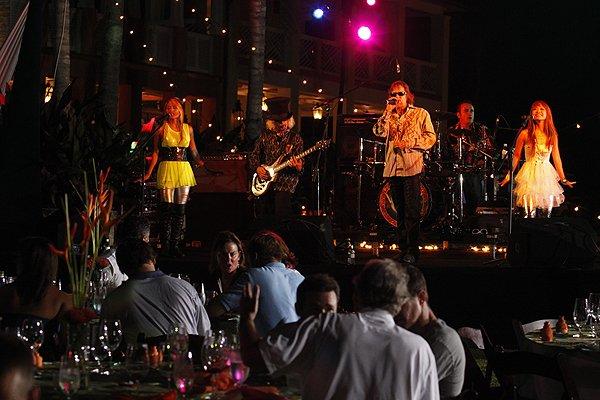 2011-05-20 Liquid Blue Band in Great Guana Cay Bahamas at Bakers Bay 026