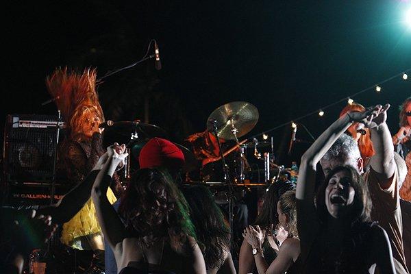 2011-05-20 Liquid Blue Band in Great Guana Cay Bahamas at Bakers Bay 038