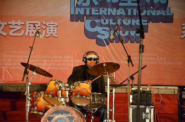 2011-10-19 Liquid Blue Band In Hangzhou China At Wushan Square 006