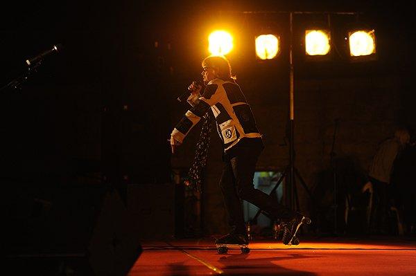 2011-10-19 Liquid Blue Band In Hangzhou China At Wushan Square 030