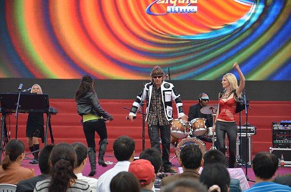 2011-10-20 Liquid Blue Band In Hangzhou China West Lake 013