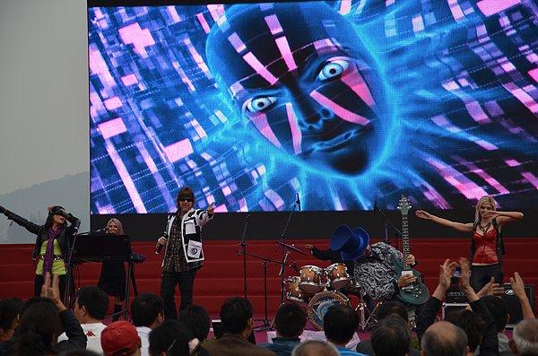 2011-10-20 Liquid Blue Band In Hangzhou China West Lake 019