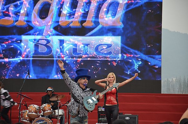 2011-10-20 Liquid Blue Band In Hangzhou China West Lake 020