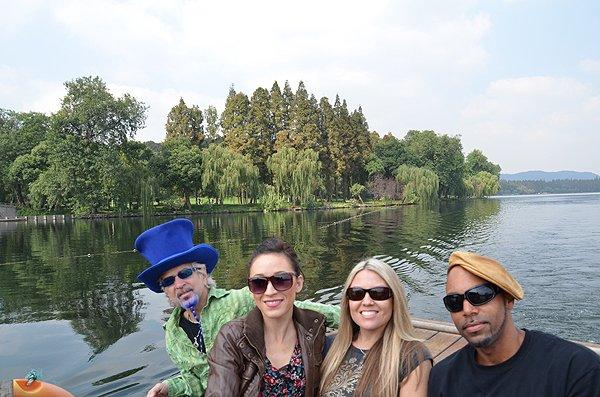 2011-10-20 Liquid Blue Band In Hangzhou China West Lake 005
