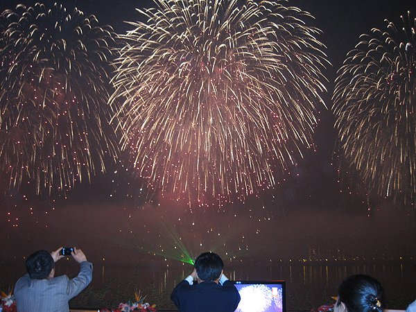 2011-10-23 Liquid Blue Band In Hangzhou China West Lake Fireworks Show 021