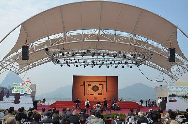 2011-10-27 Liquid Blue Band In Hangzhou China At West Lake 000
