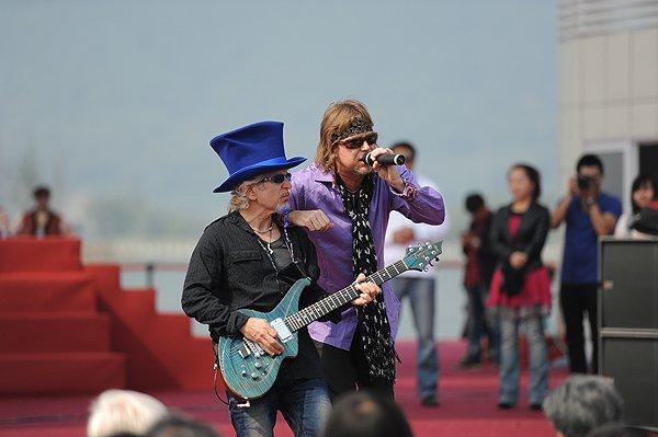 2011-10-27 Liquid Blue Band In Hangzhou China At West Lake 040