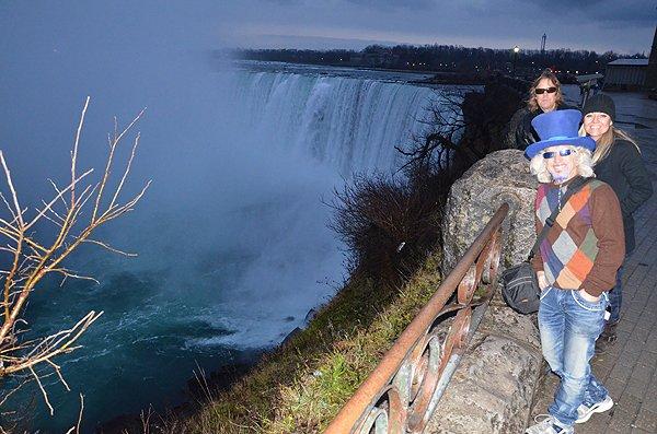 2012-12-10 Liquid Blue Band In Niagara Falls Ontario Canada 12