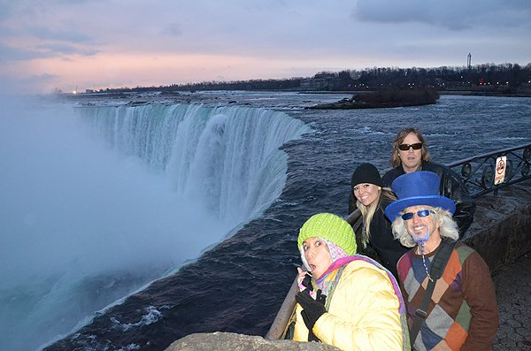 2012-12-10 Liquid Blue Band In Niagara Falls Ontario Canada 6