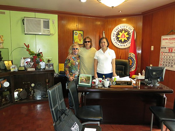 2013-02-08 Liquid Blue Band In Dipolog City Philippines With Mayor Evelyn UY 002