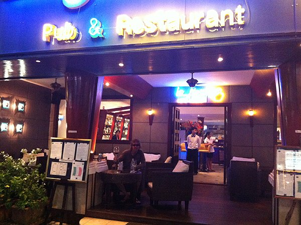 2013-02-19 Liquid Blue Band In Pattaya Thailand 051