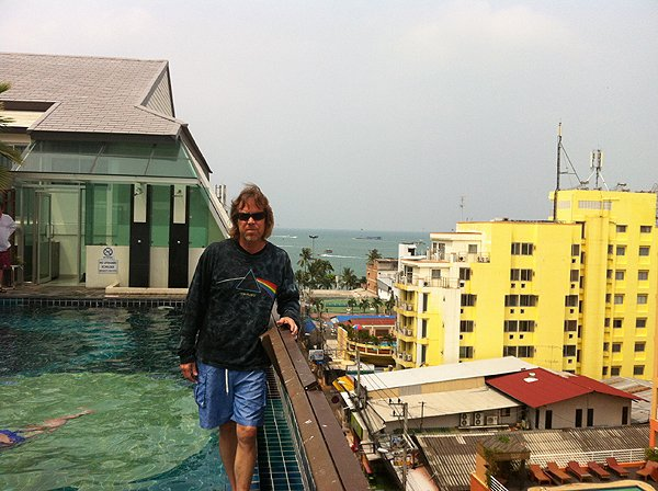 2013-02-20 Liquid Blue Band In Pattaya Thailand 001