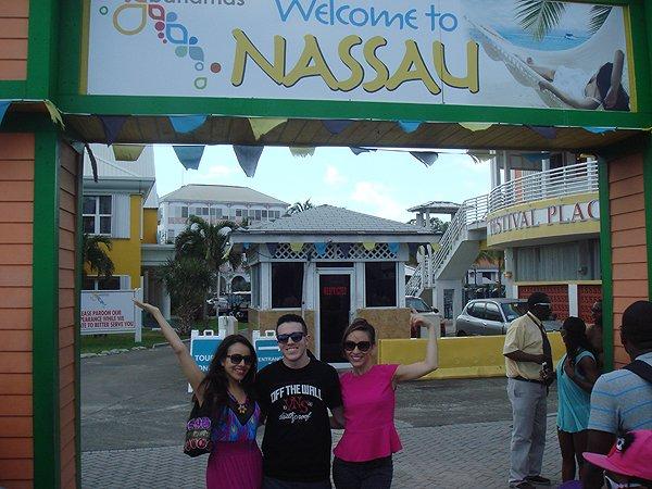 2014-02-25 Liquid Blue Band in Nassau Bahamas 006