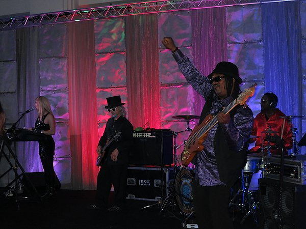 2014-06-03 Liquid Blue Band in Indianapolis IN at Museum Of Art 009