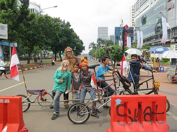 2014-11-30 Liquid Blue Band In Jakarta Indonesia 013