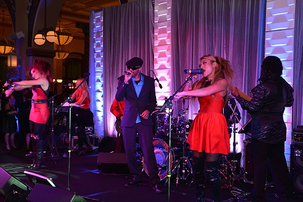 2014-12-12 Liquid Blue Band in Indianapolis IN at Union Station 138
