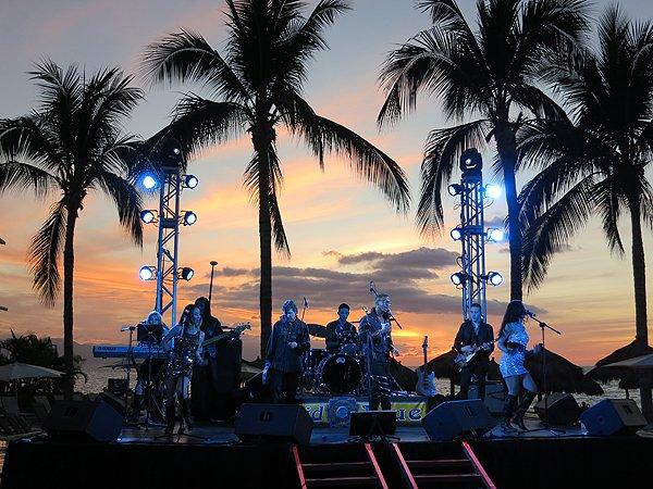 2016-01-11 Liquid Blue Band in Puerto Vallarta Mexico at Secrets Resort 033