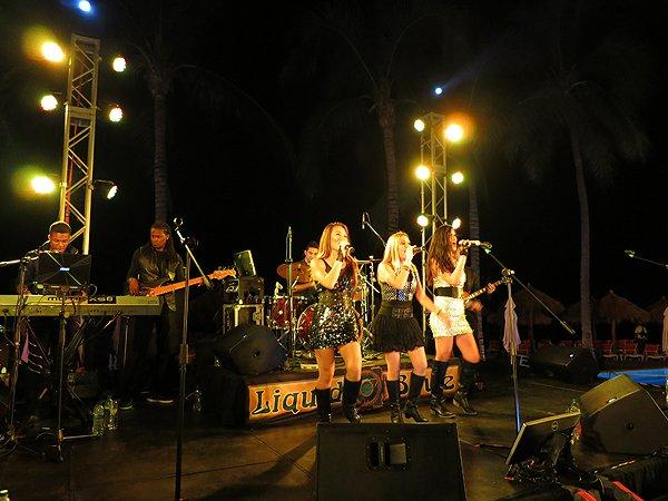 2016-01-11 Liquid Blue Band in Puerto Vallarta Mexico at Secrets Resort 150