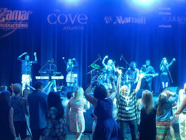 2016-05-04 Liquid Blue Band in Bahamas at Atlantis Resort 043