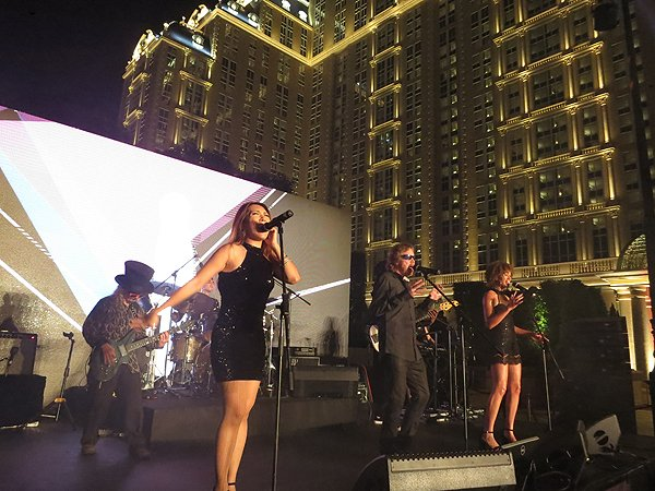 2016-09-13 Liquid Blue Band In Macau China At Parisian Hotel 44
