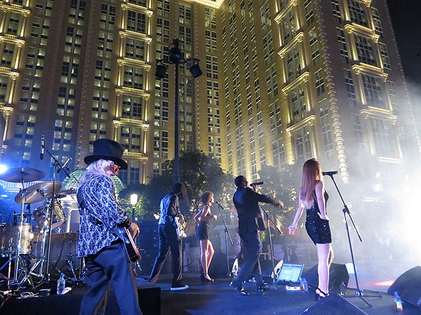 2016-09-13 Liquid Blue Band In Macau China At Parisian Hotel 88