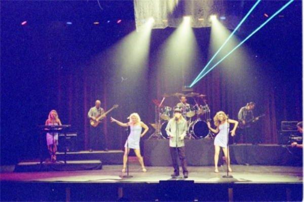 2001-04-24 Live 3