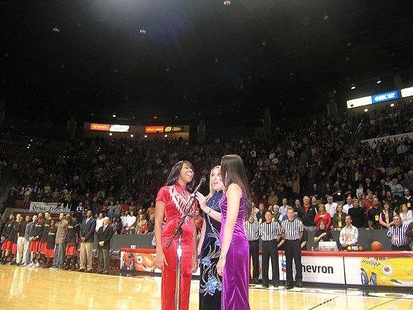 2006-02-08 San Diego CA Cox Arena 002