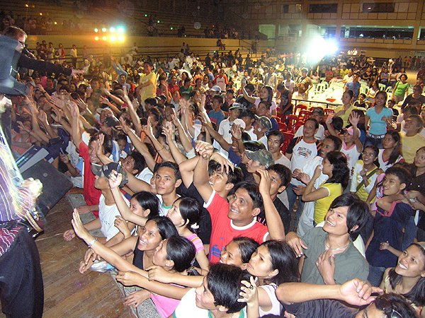 2007-02-09 Dipolog City Philippines Fans Want More