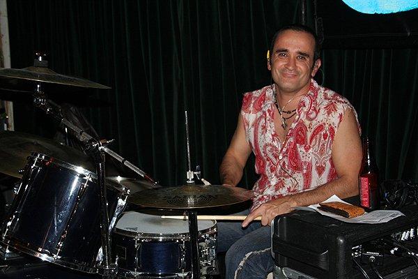 2009-05-01 Liquid Blue Band in Pasadena CA at Twin Palms 002