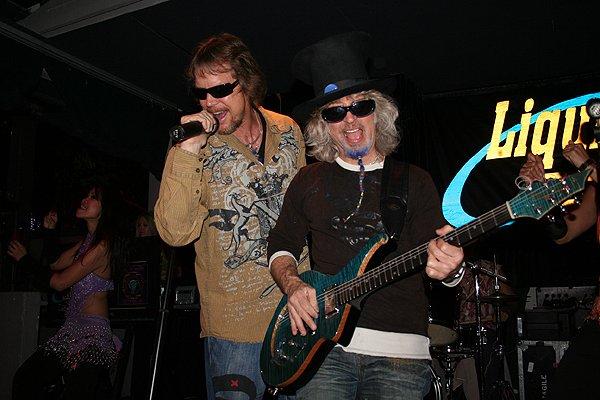 2009-05-01 Liquid Blue Band in Pasadena CA at Twin Palms 008